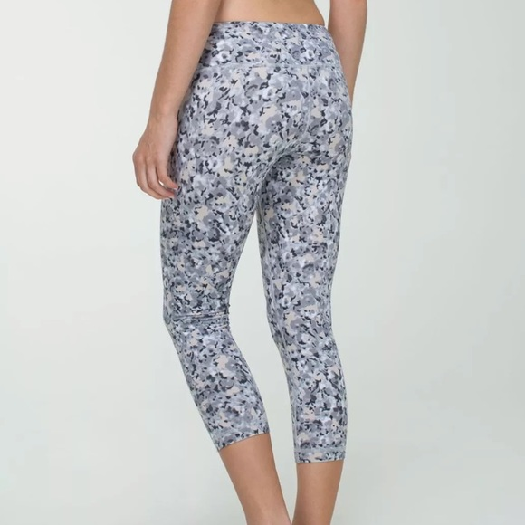 f0a022b137 lululemon athletica Pants - Lululemon Wunder Under Not So Petite Fleur Crops